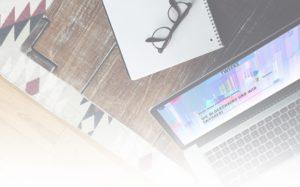 Laptop mit geöffnetem Blogartikel von Tweeks